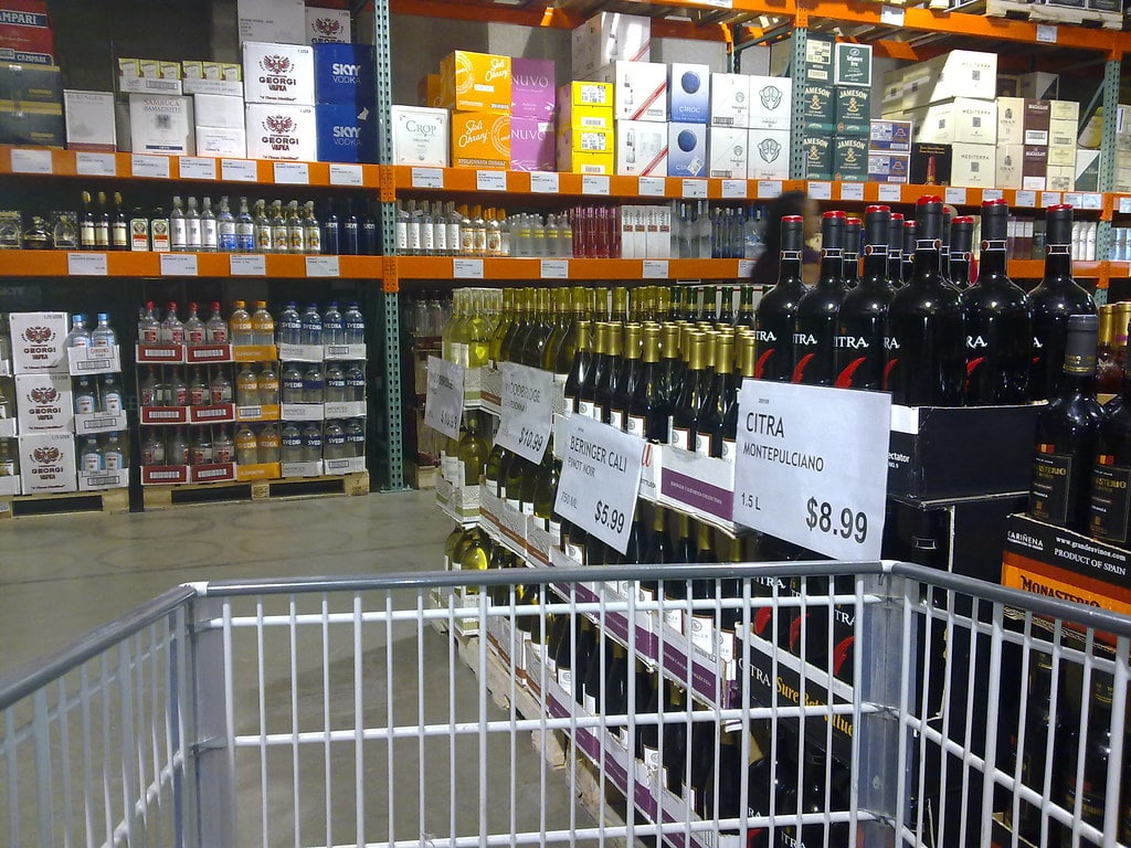 Shopping cart in a liquor store, which is not subject to dram shop law
